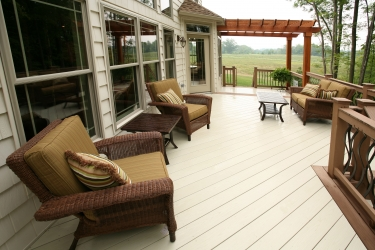 plywood-backyard-deck-with-pergola