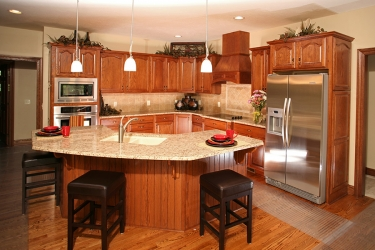 traditional kitchen with tile backsplash